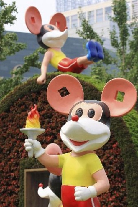 Fake Mickey Mouse Olympic statues in Beijing --
