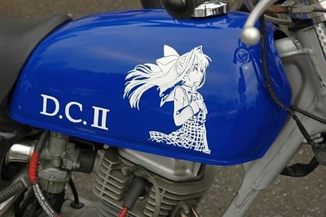 Otaku-style gas tank art --