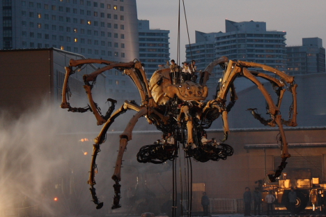 La Machine's mechanical spider in Yokohama --