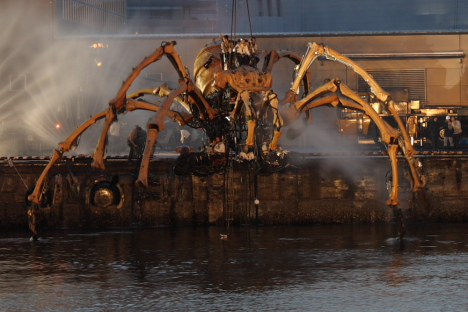 La Princesse mechanized spider in Yokohama --
