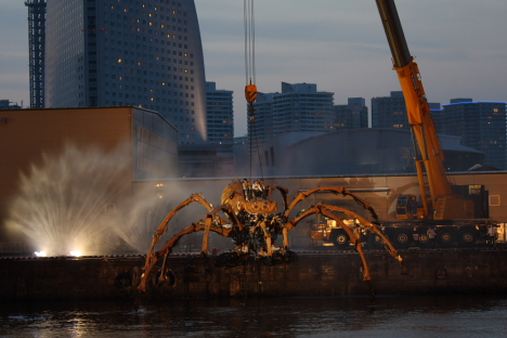 La Machine&#39;s giant arachnid robot in Yokohama -- 