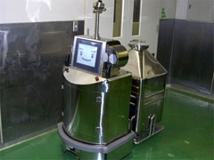 Pharmaceutical container replacement robot --