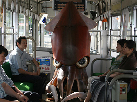 Alien squid invades trailer for Watashi Dasuwa --